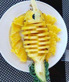 Pineapple Fish, Fruit Art, Maldives, Carving, Ethnic Recipes, Food, The Maldives, Wood Carvings, Essen