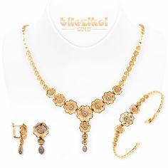 Çiçek 14 Ayar Altın Takı Seti - Bilezikci Gold - Türkiye'nin Lider Kuyumcusu Bridal Jewelry, Jewelry Art, Antique Jewelry, Gold Jewelry, Jewelry Design, Fashion Jewelry, Gold Necklace, 1 Gram Gold Jewellery, Gold Ring Designs