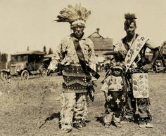 Charlie Congray, at right, wears two beaded bandolier bags. Lac Courte Oreilles, Wisconsin, 1922. Bureau of Catholic Indian Missions collection, Marquette University Raynor Libraries.