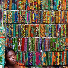 I love Kente cloth! Kente cloth is colorful woven fabric, historically worn by royalty in Ghana. African Quilts, African Textiles, African Fabric, African Patterns, African Design, African Art, African Style, African Beads, African Women