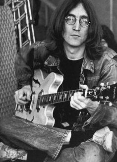 pinkfled: John Lennon at the Rock and Roll Circus; December 1968 pinkfled: John Lennon at the Rock and Roll Circus; Yoko Ono, The Beatles, John Lennon Beatles, Jhon Lennon, John Lennon Guitar, Beatles Art, Beatles Photos, Paul Mccartney, Political Songs