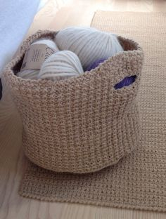 Easy to knit free easter basket knitting pattern knit basket knit free knitting pattern for matching basket and rug self handled basket with rug by tina design size depends on yarn and needles pictured basket is about negle Image collections