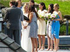 Rachel McAdams' maid of honour dress is gorgeous! | Rachel McAdams Tears Up as She Plays Bridesmaid for Sister Kayleen http://www.people.com/article/rachel-mcadams-bridesmaid-tears-sister-kayleen-wedding