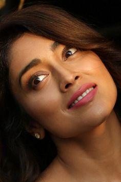 Bollywood Actress Hot Photos, Indian Bollywood Actress, Beautiful Bollywood Actress, South Indian Actress, Tamil Actress, Indian Actresses, Beautiful Girl Indian, Beautiful Indian Actress, Gorgeous Women