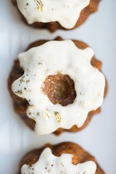 mini bundt cakes wit