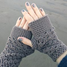 This quick and easy beginner fingerless gloves crochet pattern works up in an afternoon and makes a great gift!