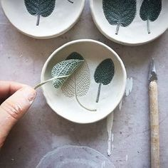 mentions J'aime, 57 commentaires – Handmade Loves (handmade with love) s… – Shop Ideas – Business Ideas So that's how she does it! We love process photos. Gefällt Mal, 65 Kommentare - Handmade Loves (handmade with love) auf Inst. Likes, 66 Com Ceramic Clay, Ceramic Bowls, Ceramic Pottery, Slab Pottery, Pottery Wheel, Clay Projects, Clay Crafts, Sharpie Projects, Wooden Crafts