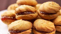 Σαμπλέ Γεμιστά | alevri.com Greek Sweets, Greek Desserts, Greek Recipes, Cookie Pie, Biscuit Cookies, Candy Recipes, Cookie Recipes, Greek Cookies, Biscuits