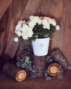 Speiltvillingene – Tips til billig låvebryllup Firewood, Bridal Shower, Table Decorations, Crafts, Tips, Home Decor, Shower Party, Woodburning, Manualidades