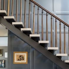 A contemporary Beverly Hills home's entry staircase. The Floating staircase, accented with the Panel Wall adds to the Mid Century Design. Entry Stairs, Floating Staircase, Staircase Railings, Staircase Design, Stairways, Redo Stairs, Iron Staircase, Open Stairs, Entry Hall