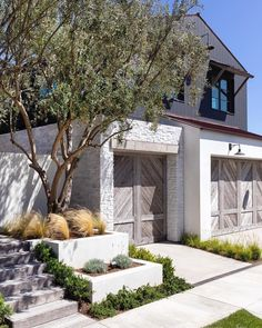 This home is the perfect blend between modern and rustic style. Rustic Style, Rustic Decor, Rustic Houses Exterior, Newport Beach, Exterior Paint, Architecture Details, Modern Farmhouse, Patio, House Styles