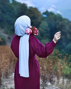 Image may contain: one or more people, people standing, flower, outdoor and nature Hijabi Girl, Girl Hijab, Hijab Dress, Hijab Outfit, Muslim Fashion, Hijab Fashion, Hijab Hipster, Stylish Hijab, Hijab Style