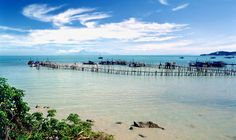 Batu Feringgi is one of Penang's most popular beaches and draws endless streams of tourists every year. Along this winding stretch of beach, you will find a host of attractions such as ocean sports, parasailing, horse riding and even a night bazaar!