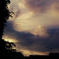 Senjaa.. #raysoflight #ylorenza #sunset Booking Sites, Shimla, Clouds, Sky, Sunset, Outdoor, Instagram, Heaven, Sunsets