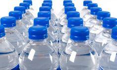 Se deben o no rellenar  botellas con agua una u otra vez.