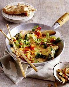 Süßkartoffel-Kokos-Hähnchen-Pot. Super lecker, geht schnell und macht satt! Pita-Brot schmeckt auch gut dazu.