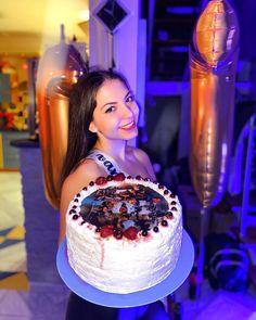 Desserts, Instagram, Queen, Food, Tailgate Desserts, Deserts, Essen, Postres, Meals