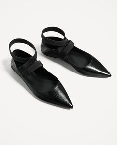 FLAT LACE-UP LEATHER SHOES