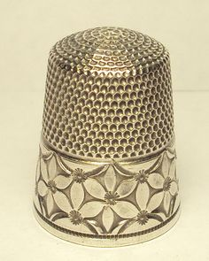 Unique 1920s Sterling Silver Simons Thimble with Abstract Flower Band Engraved C…