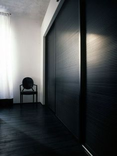 #black and #white #house in #Florence #kartell #luois #ghost #chair #wardrobe