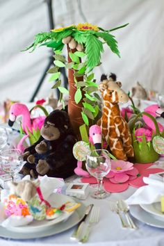 beautiful safari theme centerpiece with fun colors and animals Safari Birthday Party, Jungle Party, Jungle Safari, Jungle Theme, Birthday Ideas, Birthday Parties, Baby Shower Cakes, Baby Shower Themes, Baby Shower Gifts