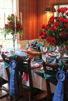 Ideas for a Great Kentucky Derby Party Gorgeous table settings and food tables make your guests feel welcome and we just adore all the details.Gorgeous table settings and food tables make your guests feel welcome and we just adore all the details. Equestrian Decor, Equestrian Style, Equestrian Fashion, Equestrian Problems, Party Chairs, Run For The Roses, Horse Party, Horse Racing Party, Derby Day
