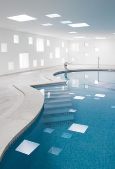 Indoor pool curves and geometric