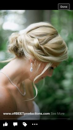 Loose wedding updo. Bridal hair.