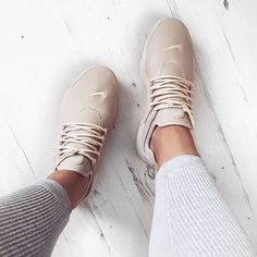 Love the wider laces on these amazing workout shoes!