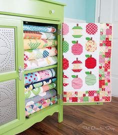 Quilty Fun Book by Lori Holt of Bee in my Bonnet  - the book trailer on Video