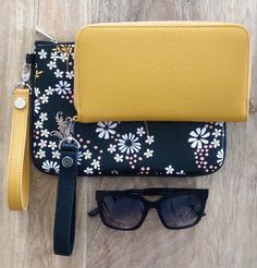 All About the Benjamin by Thirty-One Gifts – Purses And Gandbags Organization Fall Handbags, Handbags On Sale, Luxury Handbags, Purses And Handbags, Thirty One Bags, Thirty One Gifts, 31 Gifts, Cheap Purses, Cute Purses