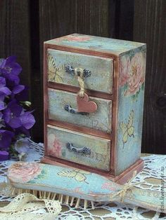 Small box with drawers and brush Decoupage Box, Decoupage Vintage, Altered Boxes, Altered Art, Shabby Chic Furniture, Painted Furniture, Jewellery Boxes, Jewelry Box, Shabby Chic Cottage