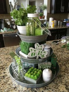 Go inexperienced with these St Patrick's Day decor concepts. From festive wreaths to shamrock decorations, there are many DIY St. Patrick's Day decorations right here that can assist you to plan the proper St. Patrick's day occasion. Diy St Patricks Day Decor, St. Patricks Day, St Patricks Day Crafts For Kids, Tray Decor, Decoration Table, Centerpiece Ideas, Table Centerpieces, Wall Decor, Wall Art