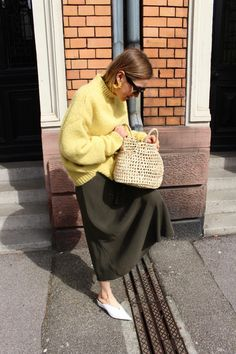 H&M Sweater Trend Collection Scandinavian Fashion, Yellow Sweater, Vogue Fashion, Cool Girl, Winter Outfits, Street Style, Style Inspiration, Motivation, Stylish