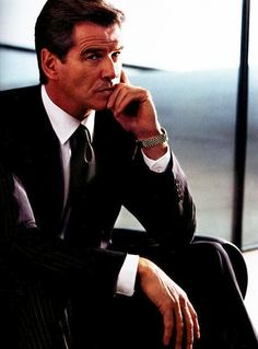 You are interested in Pierce Brosnan for Aquascutum? Fashion ads, pictures, prints and advertising with Pierce Brosnan for Aquascutum can be found here. Pierce Brosnan, Style Gentleman, Style Dandy, Don Corleone, James Bond Style, First Ladies, Business Portrait, Male Poses, Sharp Dressed Man