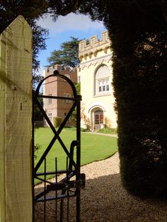 Hampden House Gardens Misbourne Valley Buckinghamshire The Perfect Exclusive Setting For Your Wedding