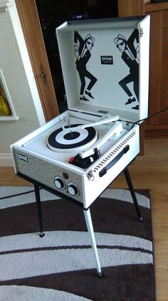 The Specials record player Radios, Skinhead Reggae, Skinhead Style, Skinhead Fashion, Bob Dylan, Lps, Genre Musical, Ska Music, Vinyl Junkies