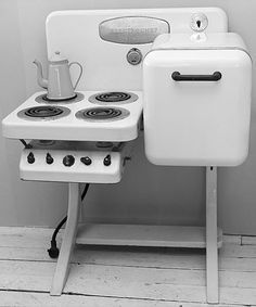 ElectroChef Stove: Vintage Kitchen Appliance | Apartment Therapy | Vintage Stove for a Tiny Home? Yes, please!