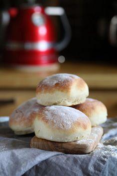 ŚNIADANIOWE BUŁKI NA JOGURCIE - Kuchnia Joanny Hamburger, Breads, Brot, Burgers