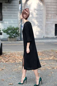 Ulyana Sergeenko being stunning in Milan. Why can't I live in the city? I seriously would love to wear that turban! Fashion Mode, Fashion Week, Look Fashion, High Fashion, Womens Fashion, Milan Fashion, Net Fashion, Fashion Pics, Mode Style