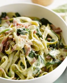 Pasta carbonara with spinach - Pasta carbonara with spinach (but with vegetarian bacon) - Pasta A La Carbonara, Bacon Carbonara, I Love Food, Good Food, Vegetarian Bacon, Pasta Recipes, Dinner Recipes, Beef Recipes, Chicken Recipes