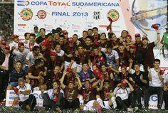 #MejoresImágenesDel2013   Lanús de Argentina Campeón de la #CopaSudamericana.