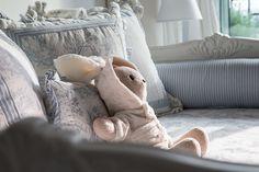 Quarto do bebê de Maria Rudge   Almoço de sexta Light Blue Nursery, Bean Bag Chair, Blanket, Bed, Furniture, Home Decor, Bedrooms, Toddler Girls, Bunny Rabbit