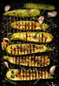 courgettes marinées sur le grill Barbecue Recipes, Grilling Recipes, Grill Barbecue, Pot Roast Beef, Green Bean Casserole, Grilled Vegetables, Pork Ribs, Casserole Recipes, Vegan Recipes