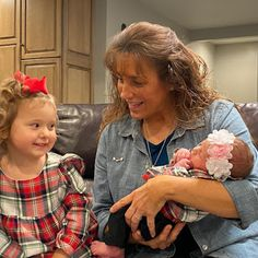 Duggar Family Blog: Duggar Updates   Duggar Pictures   Jim Bob and Michelle   Counting On   19 Kids: Michelle and the Vuolo Grands Madonna 80s Outfit, Duggar Family Blog, Jeremy Vuolo, Dugger Family, 19 Kids And Counting, Bates Family, John David, Two Daughters, Big Family