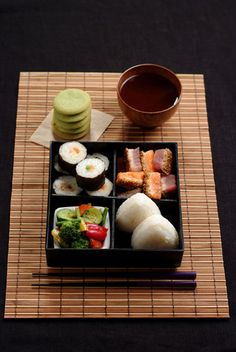 Vols pas chers vers Japon. Japanese Lunch, Japanese Dishes, Japanese Food, Japanese Meals, Bento Recipes, Healthy Recipes, Bento Ideas, China Food, International Recipes