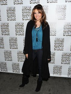"""Thalia  Thalia exercised patience when it came to losing her baby weight after daughter Sabrina Sakae.   How she lost weight: The """"Ten Paciencia"""" singer used a detox diet, which included 60 percent of veggies, 40 percent protein, and zero carbs! She revealed to People.com that she """"immediately felt lighter."""" We think her regimen should be called Thalia's South Beach diet!"""