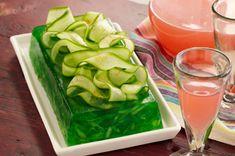 Esta receta es una deliciosa gelatina de limon y pepino. Disfruta de este fabuloso postre para toda la familia, sano e ideal para mantener la linea.