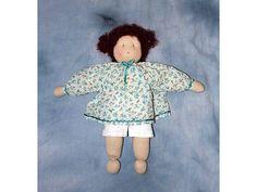 Zonnekindpop met gebloemd jurkje