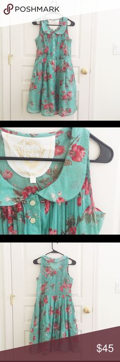 """Modcloth floral sleeveless Peter Pan collar dress Beautiful retro dress perfect for spring and summer. Measures 16.5"""" from armpit to armpit laying flat and 37.5"""" long. 100% cotton. Skirt part is lined. Like-new condition, coming from a smoke-free home. ModCloth Dresses Midi"""